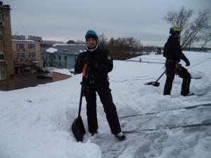 уборка крыш от снега